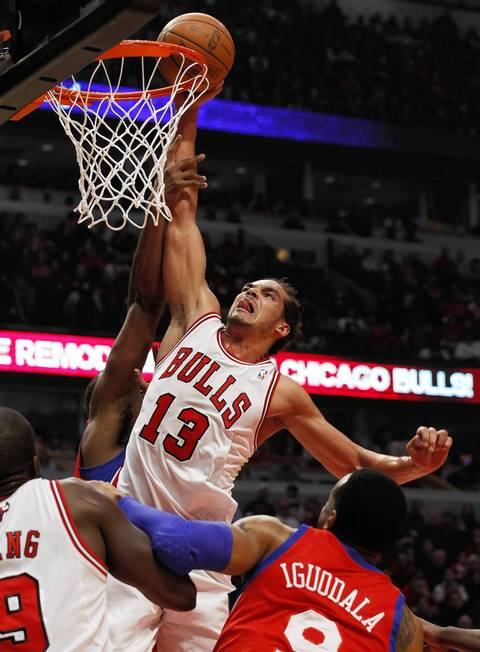 Chicago Bulls center Joakim Noah (13) dunks against the Philadelphia 76ers during the first half
