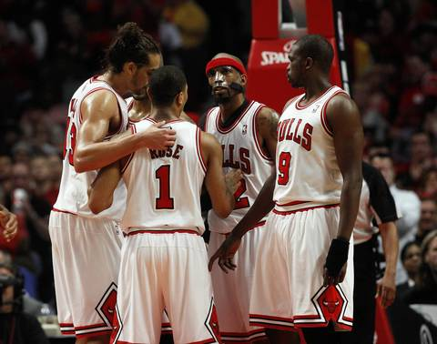 Chicago Bulls point guard Derrick Rose (1) huddles with his teammates during the second half.