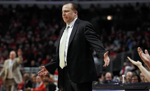 Chicago Bulls head coach Tom Thibodeau questions a call during the second half.