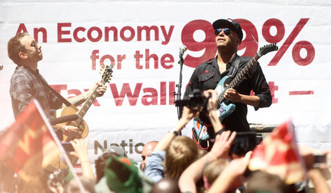 Musician Tom Morello performs at the nurses rally in Daley Plaza on Friday.