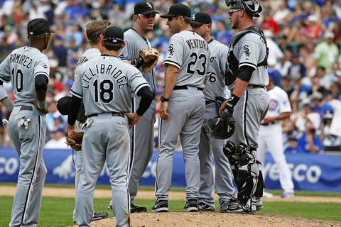 Sox manager Robin Ventura talks to his players during a pitching change in the eighth inning.