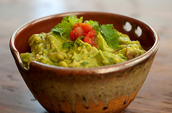 Green pea guacamole: Ready-made guacamole and salsa are so easy to buy that you might wonder why you should prepare them yourself. We offer two good reasons.