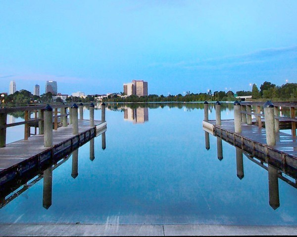A photo of Lake Ivanhoe pier by Crealde Studio artist Sherri Bunye.