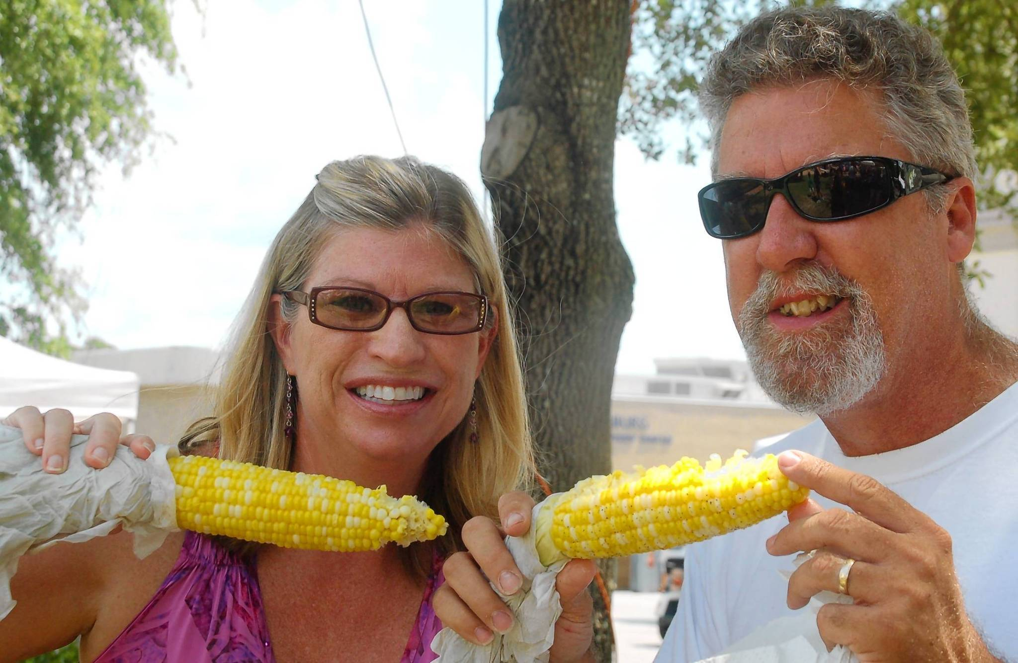 Vivian and David Ritter enjoy corn at last year's Leesburg Cornfest.