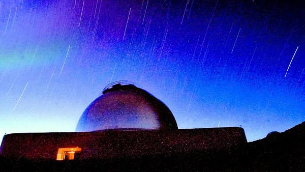 Stars streak overhead of NASA's Infared Telescope Facility on the Mauna Kea summit near Hilo, Hawaii early Sunday morning, May 16, 2004.