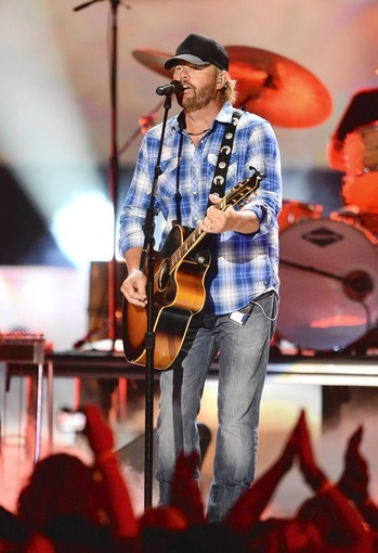 NASHVILLE, TN - JUNE 06:  Host Toby Keith performs onstage at the 2012 CMT Music awards at the Bridgestone Arena on June 6, 2012 in Nashville, Tennessee.  (Photo by Jason Merritt/Getty Images) ORG XMIT: 144680990 ** TCN OUT **