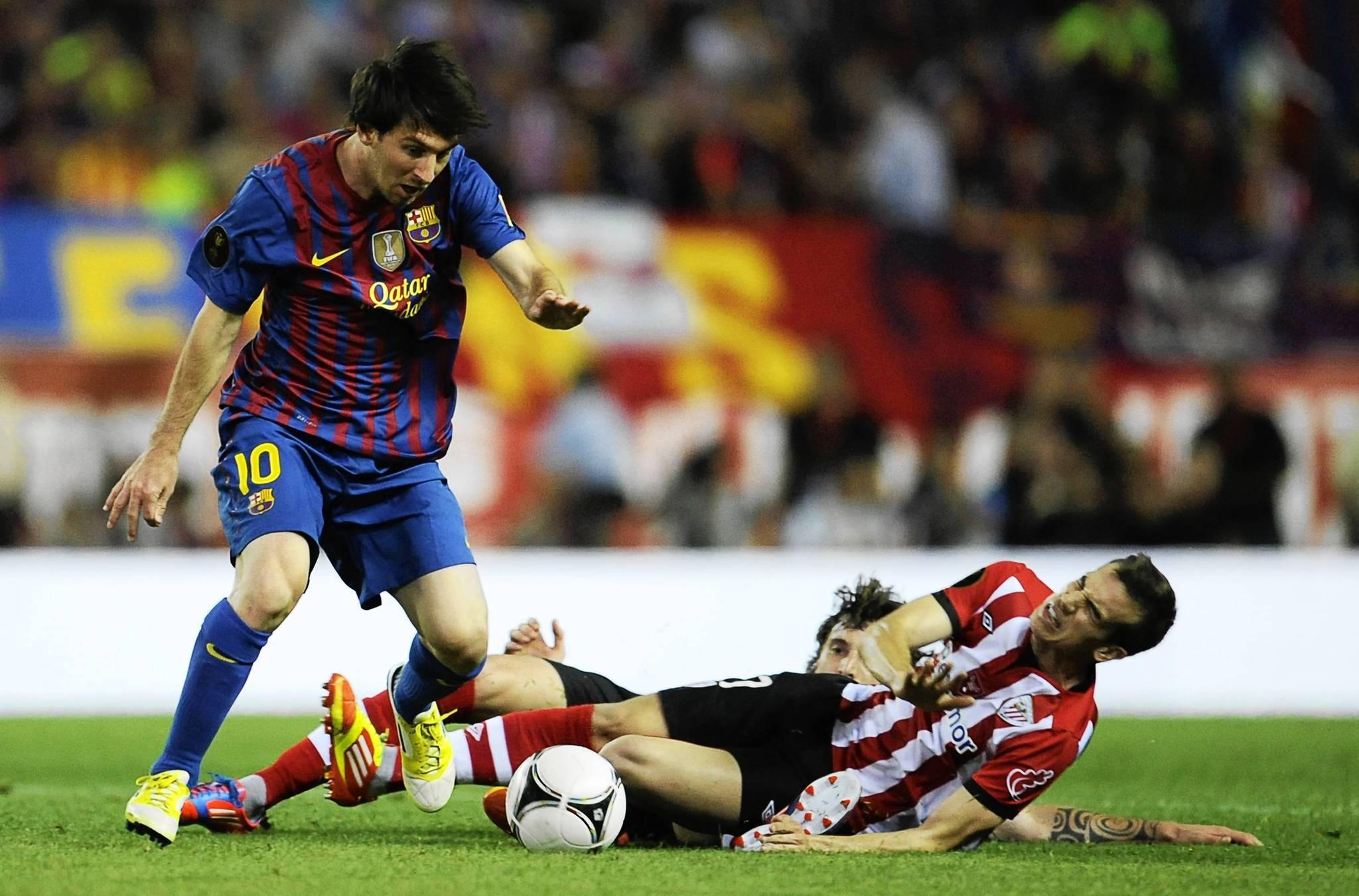 El astro argentino del Barcelona,  Lionel Messi (izq.) en un partido de la pasada liga ante Athletic Bilbao. Messi jugar en un partido de exhibicin el 23 de junio en Miami