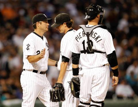 Manager Robin Ventura takes out starter Zach Stewart during the 6th inning.