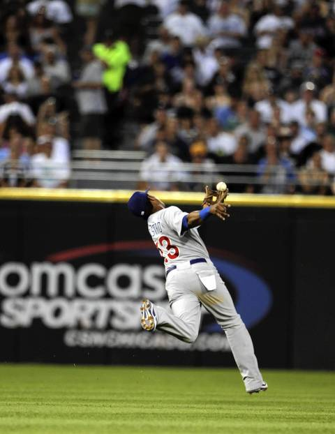 Starlin Castro catches a looping line drive off the bat of Alejandro De Aza for the out in the 5th inning.
