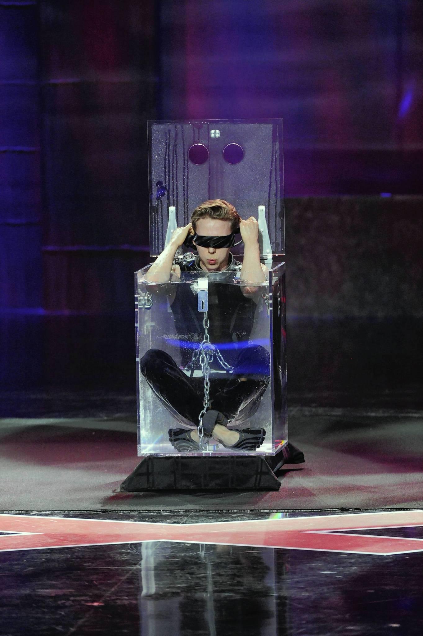 "Spencer Horsman shows off his escape-artist moves on ""America's Got Talent."""