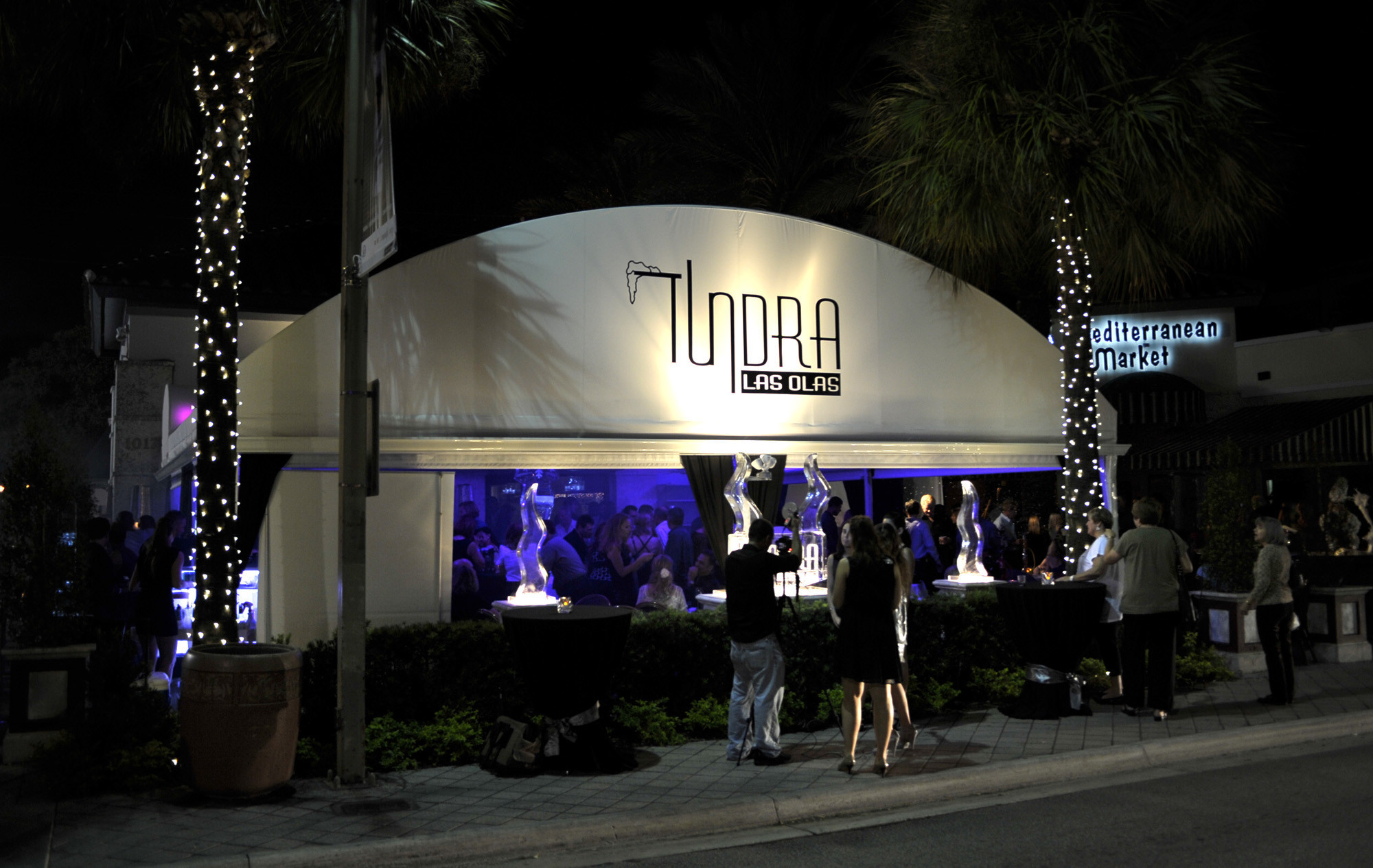 Tundra offers guests an unprecedented collection of chills and thrills, and features a menu of globally inspired fare served in a sophisticated atmosphere mimicking natural tundra.