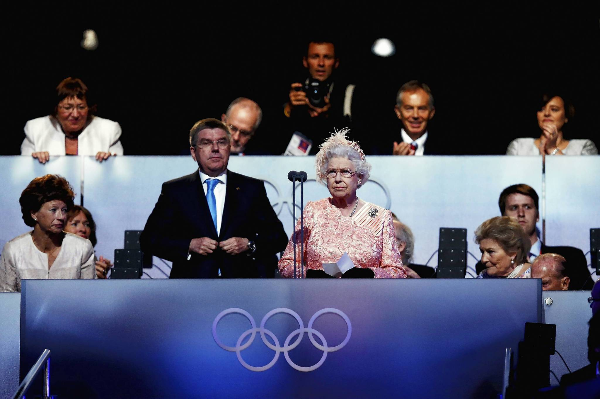 La reina Isabel II habla durante la ceremonia de apertura de los Juegos Olmpicos.