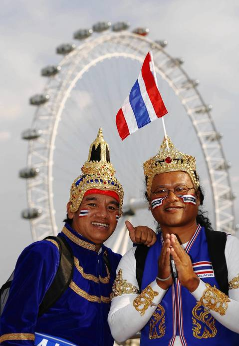 Fans from Thailand pose near the London Eye.