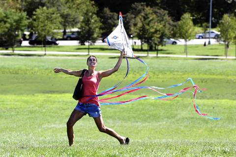 Amy Geier tries to get a kite airborne while watching practice for the 54th annual Chicago Air and Water Show at Montrose Harbor. Geier came to watch with her one year old son Jasper.
