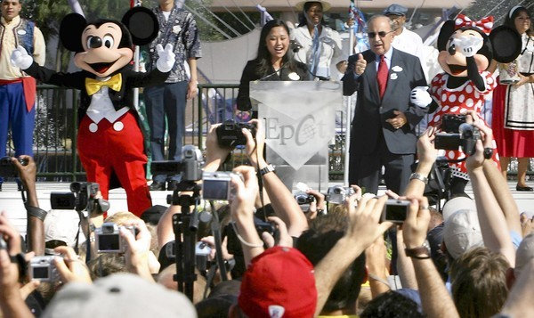 Guests try to photograph former Imagineer Marty Sklar, right,  during the 25th anniversary ceremony for Epcot on Oct. 1,  2007.