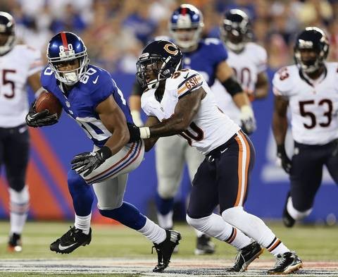 Giants' Victor Cruz tries to get around D.J. Moore in the first half.