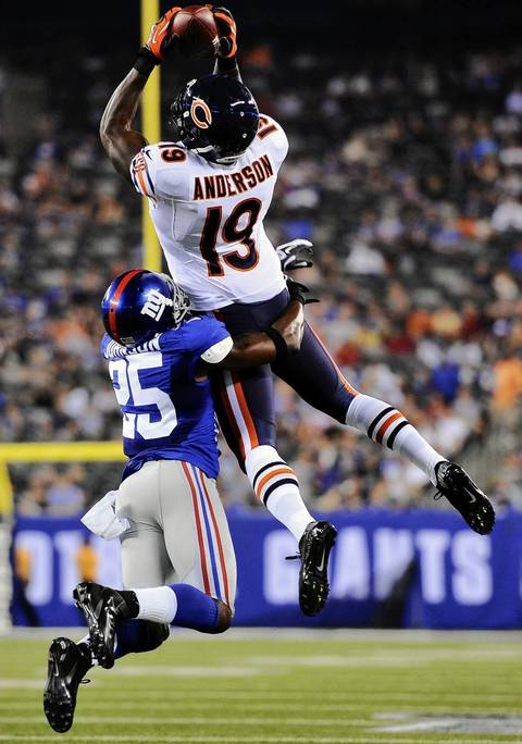 Bears wide receiver Joe Anderson makes a leaping catch for a touchdown over Giants defensive back Bruce Johnson during the second half.