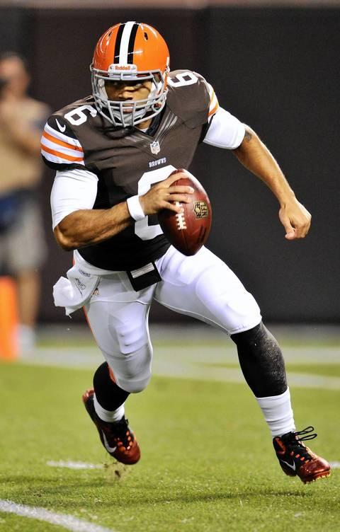Browns quarterback Seneca Wallace scrambles in the second quarter.