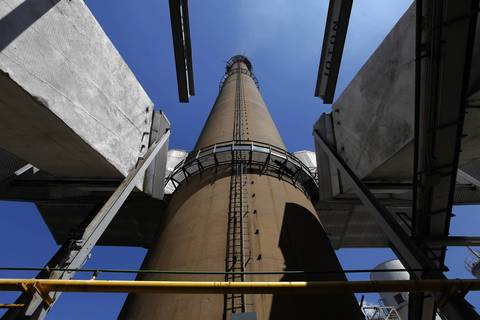 A view of the exhaust stack at the Fisk coal fired power plant.