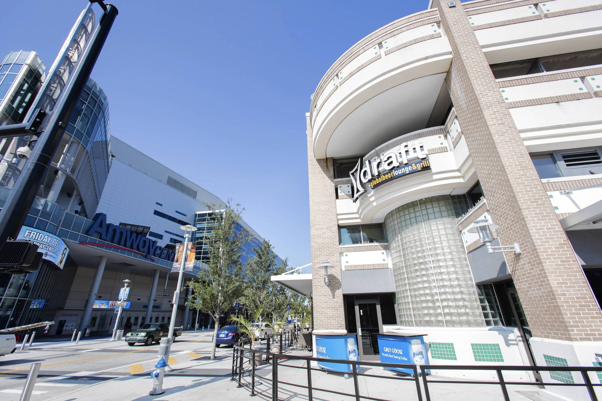 Bar near amway center runs up 57 000 debt to taxpayers for Mercedes benz lounge amway center