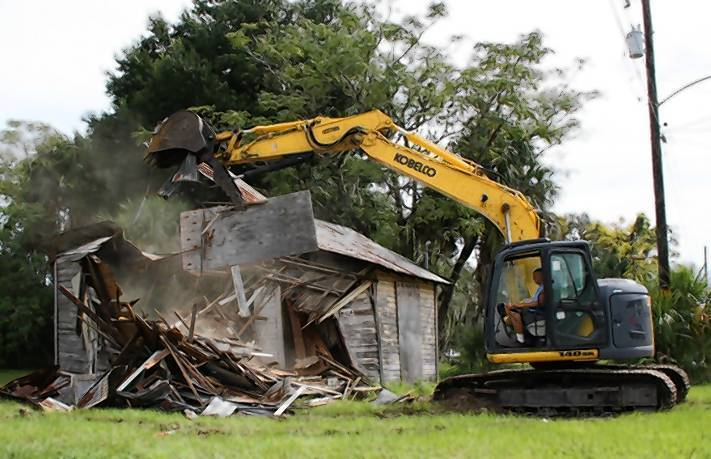 Ramshackle home at 816 Washington St., Leesburg, is demolished.