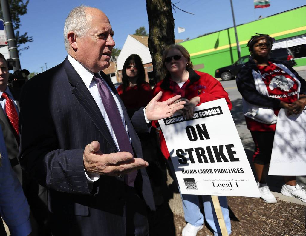 Illinois Gov. Pat Quinn invites Chicago Teachers Union strikers to visit the