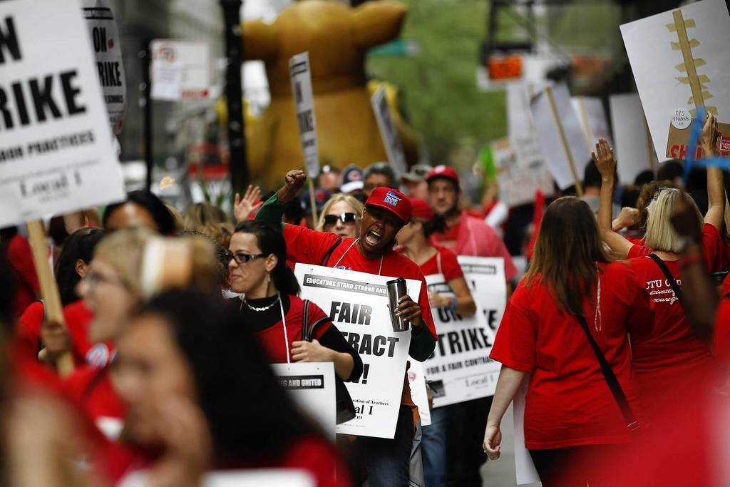 Protesters rally outside the Chicago Public Schools headquarters at 125 S. Clark St. in Chicago on the fourth day of the teachers strike.