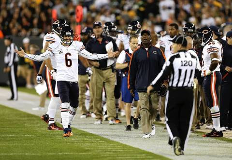 Quarterback Jay Cutler and coach Lovie Smith argue a call in the first quarter.