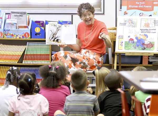 Eustis Elementary first grade teacher Robin Armitage reads to her first  graders on the first day of school,  Monday, August 20, 2012.  (Joe Burbank/Orlando Sentinel)  newsgate cci  ID #   B582314261Z.1