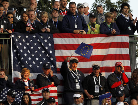 European and U.S. fans watch the 1st hole tee.