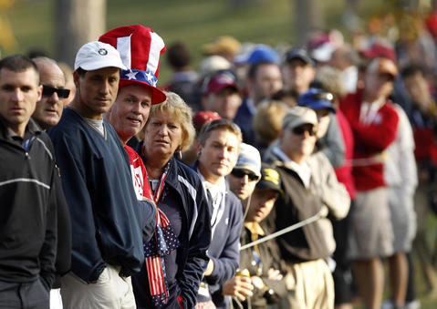 Fans watch the 4th hole in the morning session.