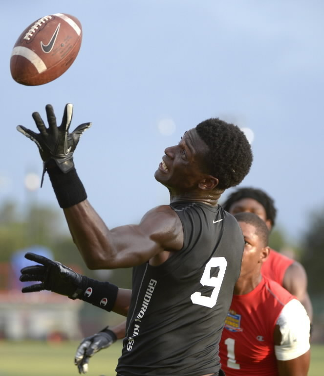 Tony Stevens of Orlando Evans catches a touchdown pass at the Gridirion Kings.