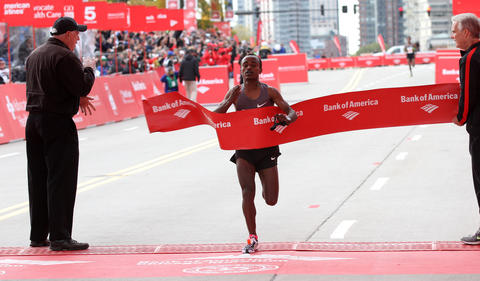 Tsegaye Kebede becomes the first Ethiopian to win the 2012 Bank of America Chicago Marathon, breaking the year-old course record by nearly a minute.