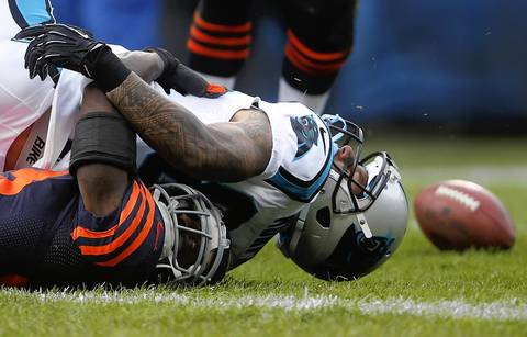 Cornerback Charles Tillman breaks up a pass intended for Panthers wide receiver Louis Murphy in the first quarter.