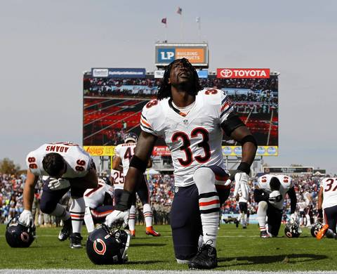 Charles Tillman prepares for the game.