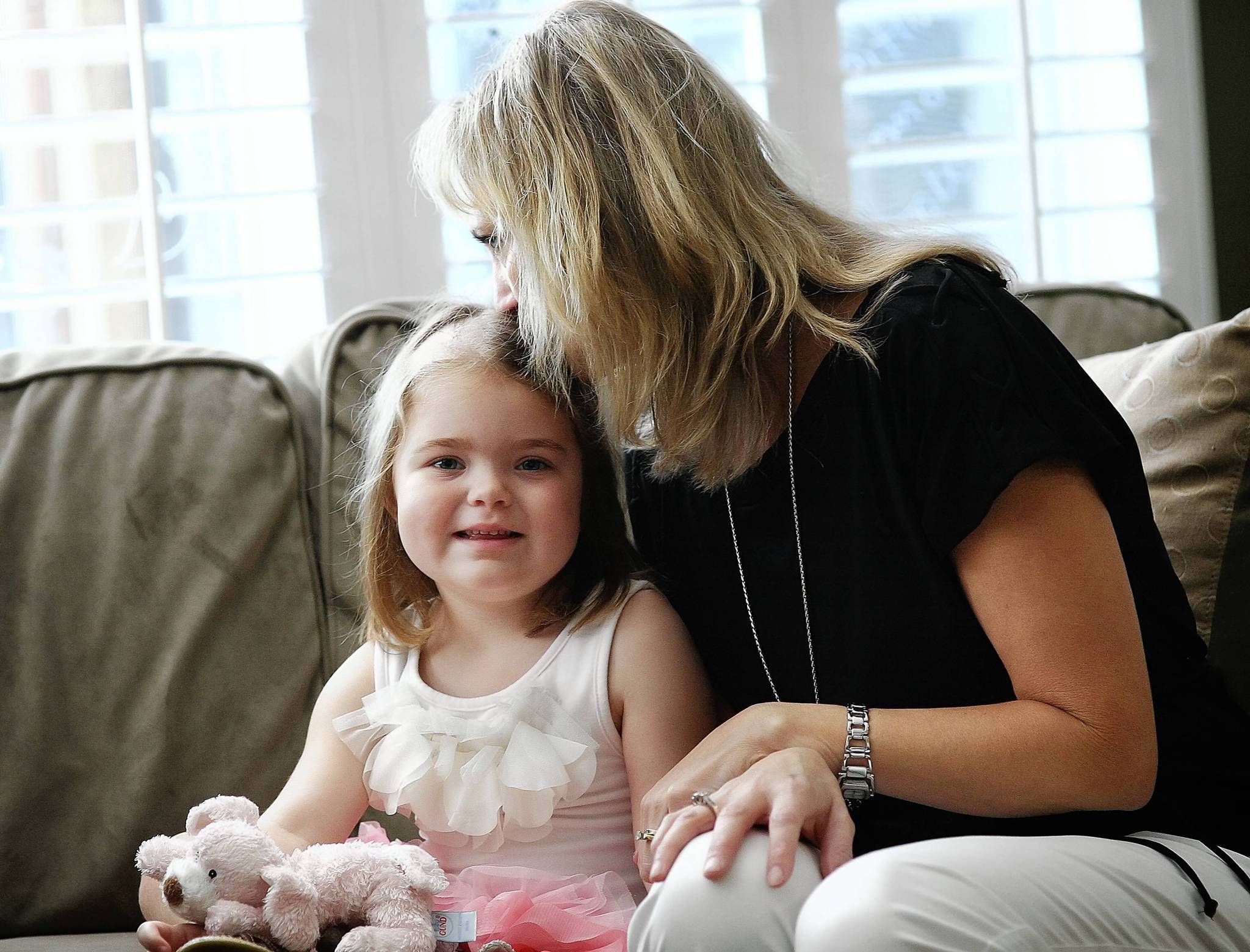 Caitlin Downing with her mom, Denise, in May. Caitlin, 5, died Sunday. (Jacob Langston, Orlando Sentinel file)