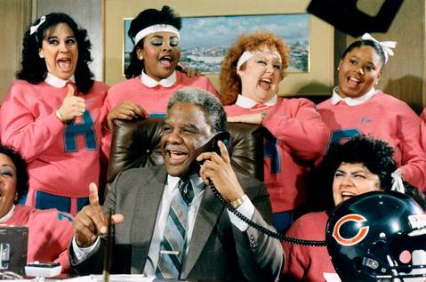 "The Refrigerettes, cheerleaders who took their name from Bears' ""Refrigerator"" Perry, encourage Mayor Harold Washington as he bets on the Bears-Rams game with Anaheim Mayor Don Roth."