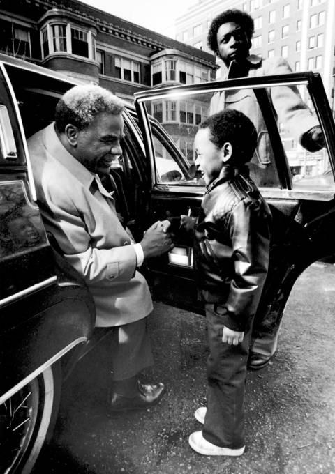 Harold Washington and James Benau, 4, exchange greetings the morning of Washington's first day as Chicago's Democratic nominee for mayor.