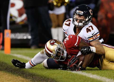 49ers running back Kendall Hunter drags safety Chris Conte as he rushes for a touchdown in the second quarter.