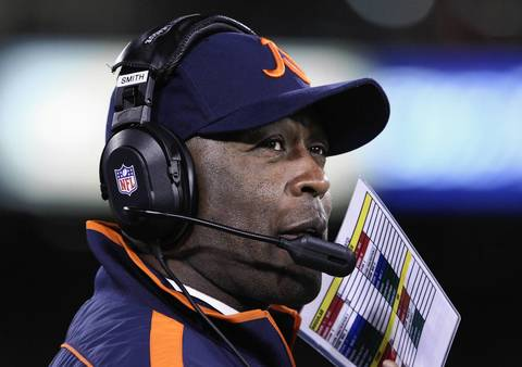 Bears coach Lovie Smith calls out plays in the first quarter.