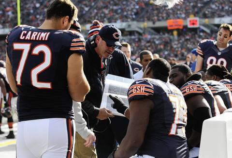 Bears offensive coordinator Mike Tice with the offensive line during the first half.