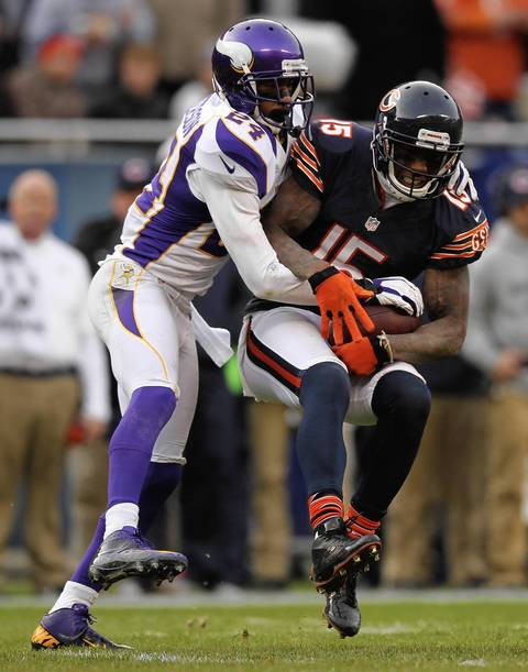 Brandon Marshall catches a pass as the Vikings' AJ Jefferson defends during the 4th quarter.