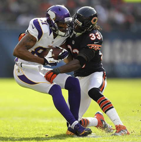 Charles Tillman tackles the Vikings' Jerome Simpson in the 1st quarter.