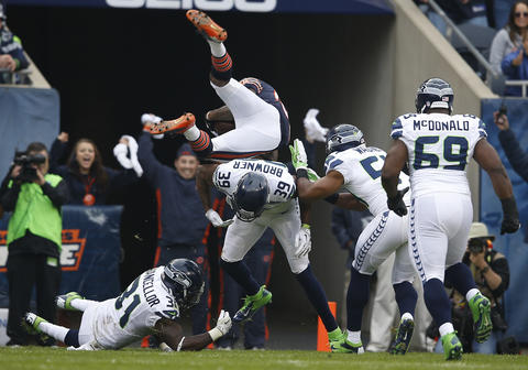 Seahawks cornerback Brandon Browner tackles Earl Bennett, who scored a touchdown in the first quarter.
