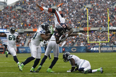 Wide receiver Earl Bennett flips into the end zone for a touchdown in the first quarter.