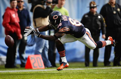 Earl Bennett is unable to make a catch in the second quarter.