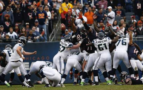 Seahawks kicker Steven Hauschka makes a 31-yard field goal as the Bears try for a block in the second quarter.