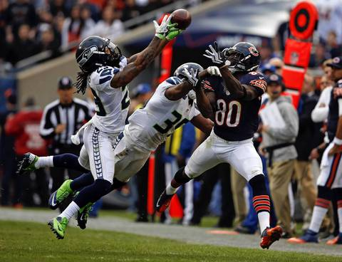 Earl Bennett is not able to catch a ball thrown deep as the Seahawks' Earl Thomas and Brandon Browner defend in the second quarter.