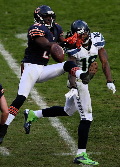 Major Wright breaks up a pass intended for Seahawks wide receiver Sidney Rice in the 4th quarter.