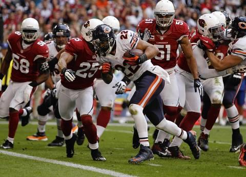 Matt Forte runs through the Cardinals defense for a touchdown in the second quarter.